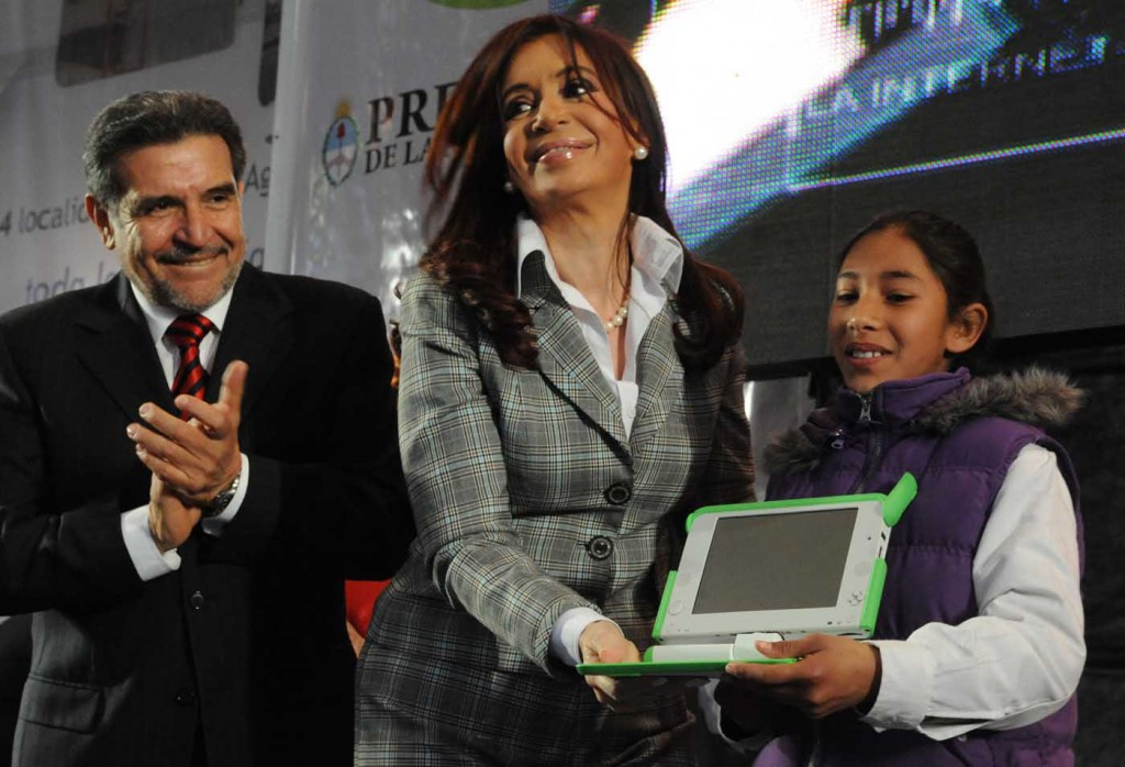 Christina Kirchner presenting an XO to a young girl