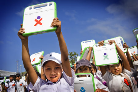 Estudiantes de la isla de Ometepe, primera isla digital de Latinoamérica. Entrega masiva a 5,000 estudiantes Febrero 29, 2012 (2)